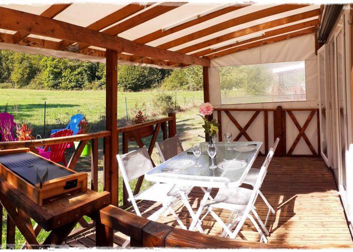 mobil-home-terrasse-plancha-st-lary.jpg